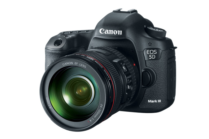 EOS 5D Mark III with 24-105mm Lens - 3/4 View